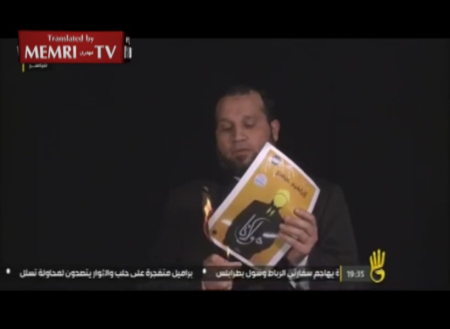 Muslim Brotherhood Cleric Salama Abd Al-Qawi Burns Book Covers to Protest Burning of MB Books in Egyptian School