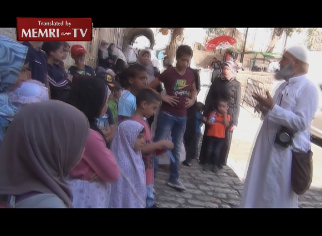 Passerby Scolds Sheik for Teaching Martyrdom to Children at Al-Aqsa Mosque Summer Camp