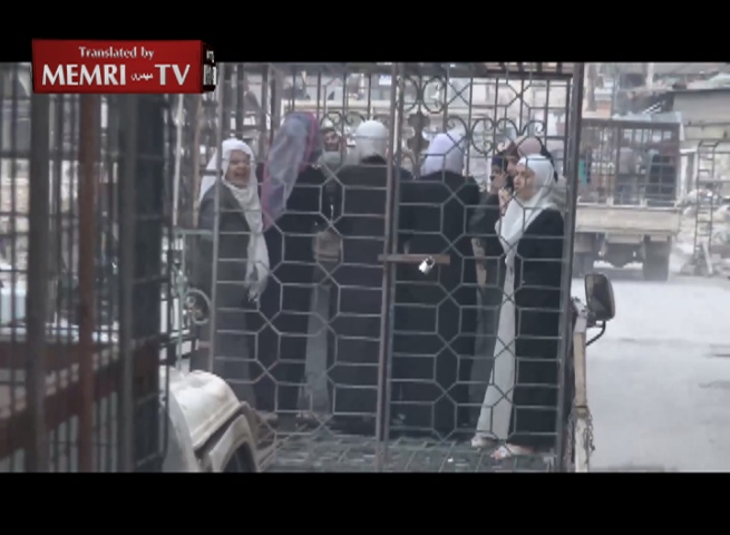 Jeish Al-Islam Militants Use Families of Syrian Soldiers as Human Shields in Cages